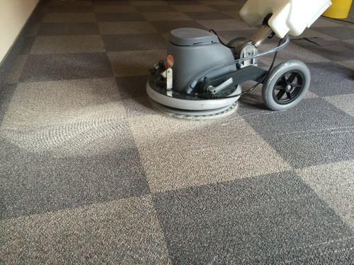 szőnyegpadló tisztítás